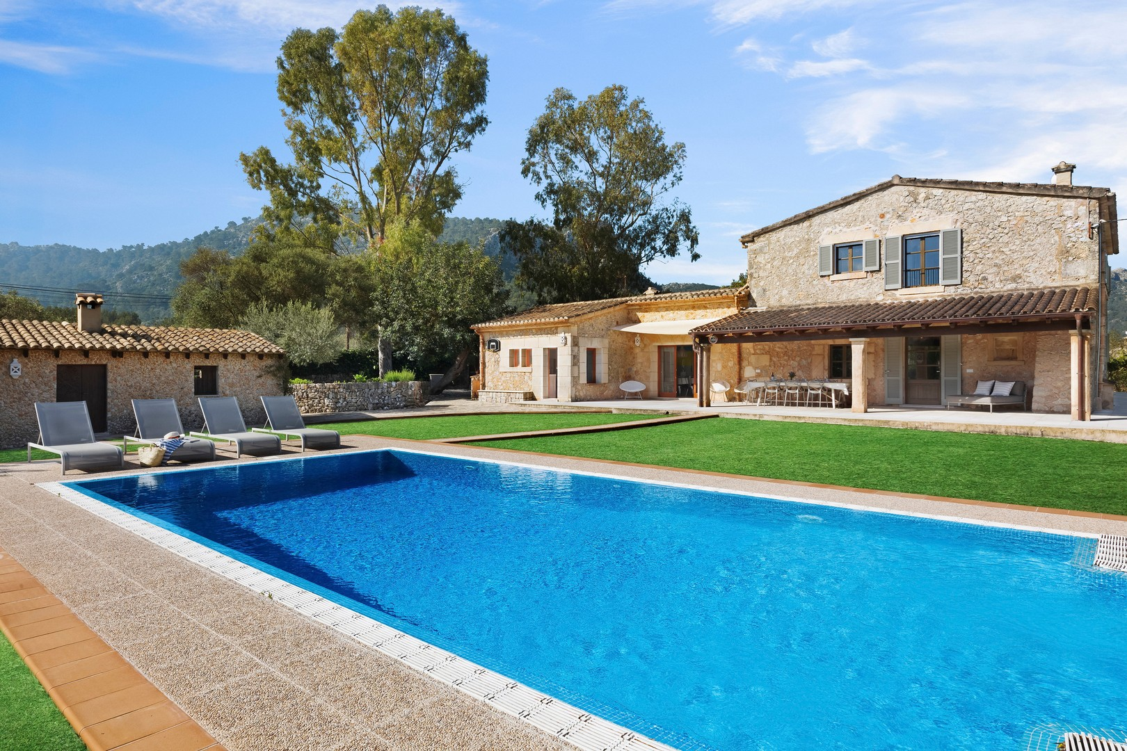 AH2994 - Perfect 5 Bed Family Villa