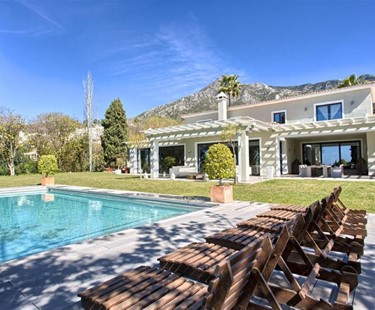 AH2979 - Modern 6 Bed Marbella Hill Club Villa
