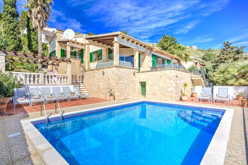 AH3012 - 4 Bed Villa With Sensational Views Of Puerto Pollensa