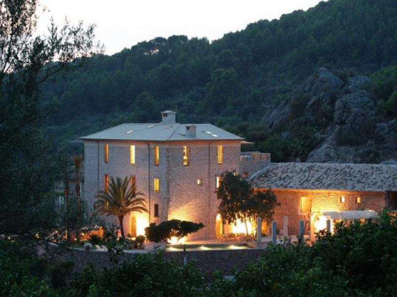 AH2533 - Luxury 6 Bed Holiday Villa in Puerto Soller
