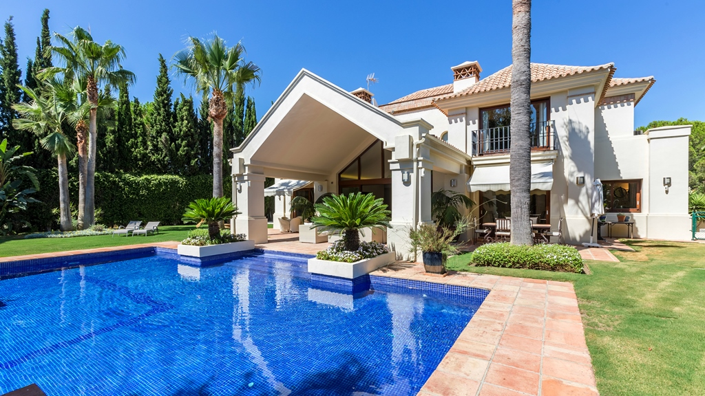 AH2531 - Luxury 5 Bed Villa Nueva Andalucia