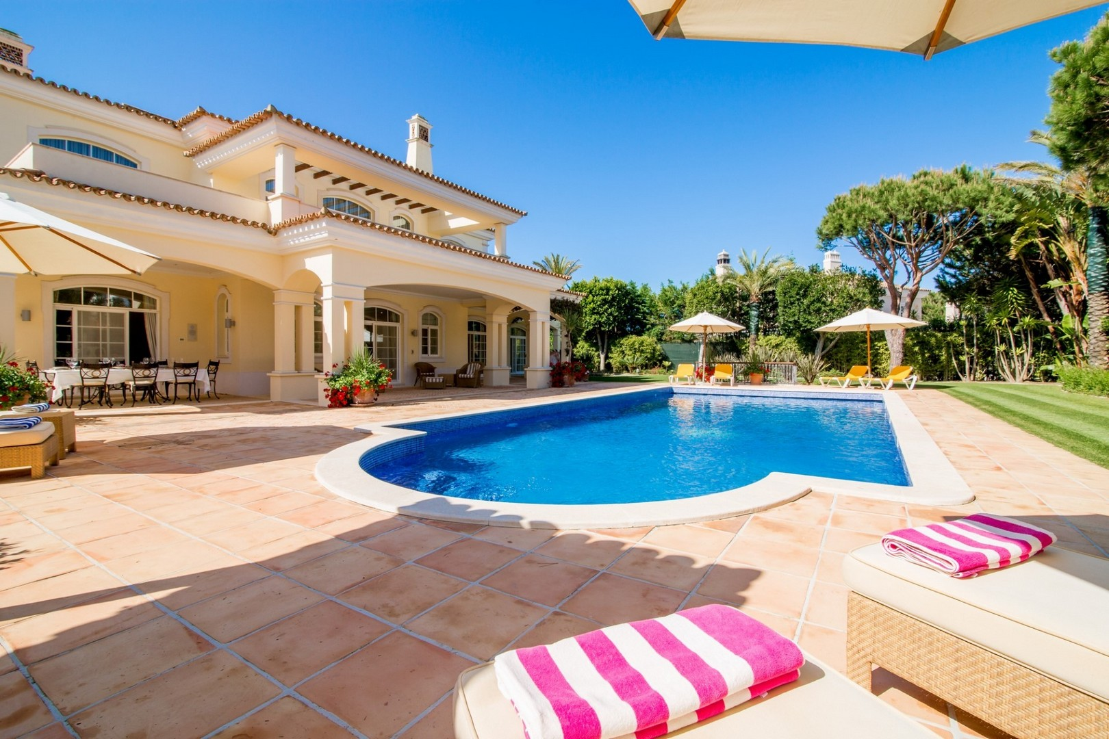 AH2229 - Luxury 5 Bed Quinta Do Lago Villa
