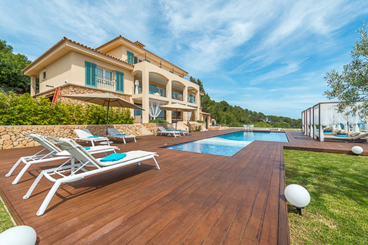 Top Luxury Villas for Passionate Golf Players