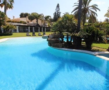 AH2381 - Luxury Beachfront 6 Bedroom Villa in Los Monteros
