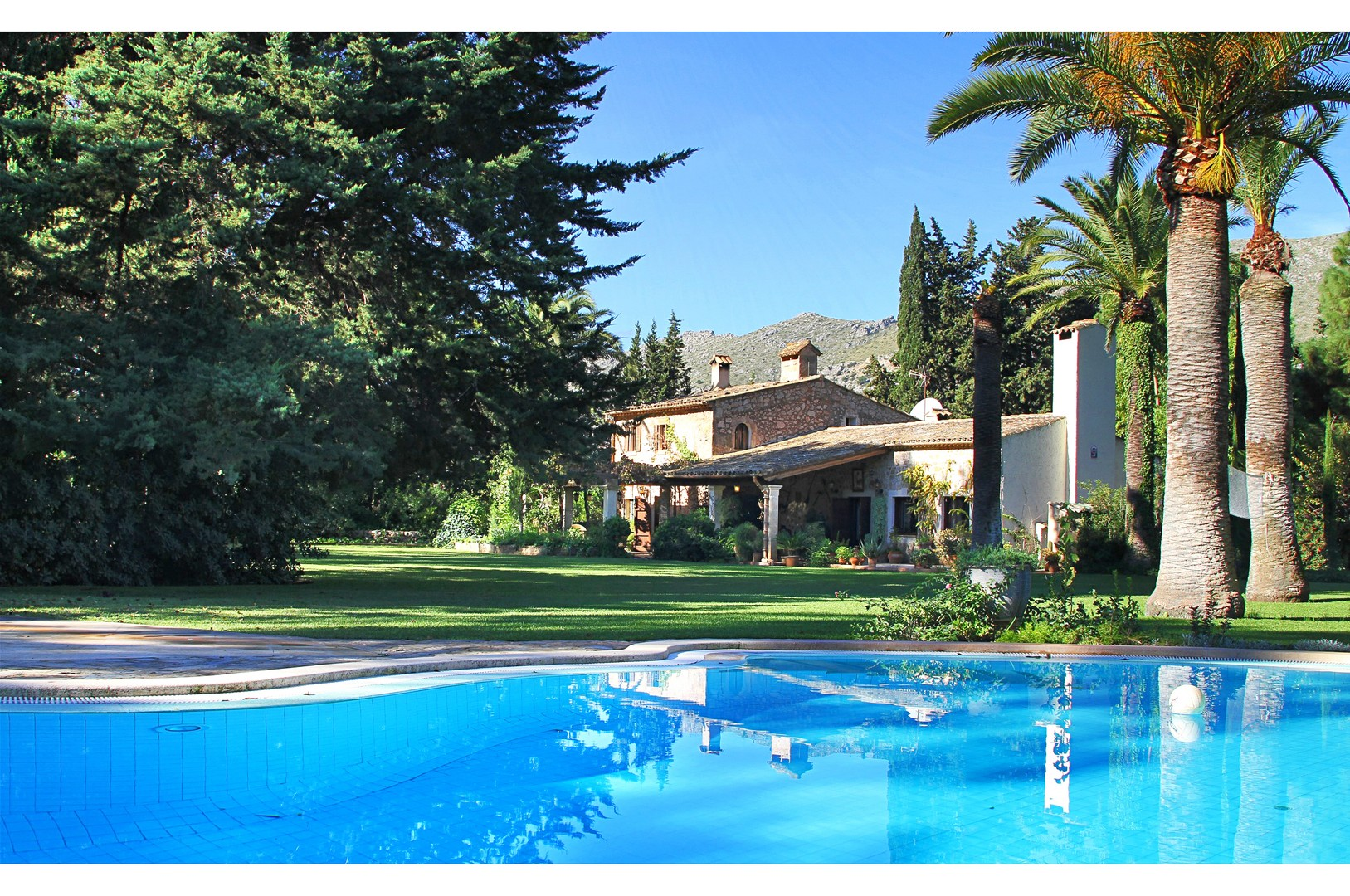AH2613 - 7 Bed Villa With Large Garden Walking Distance To Puerto Pollensa