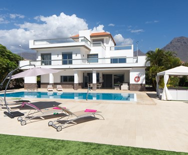 AH1815 - Luxury 5 Bed Del Duque Villa