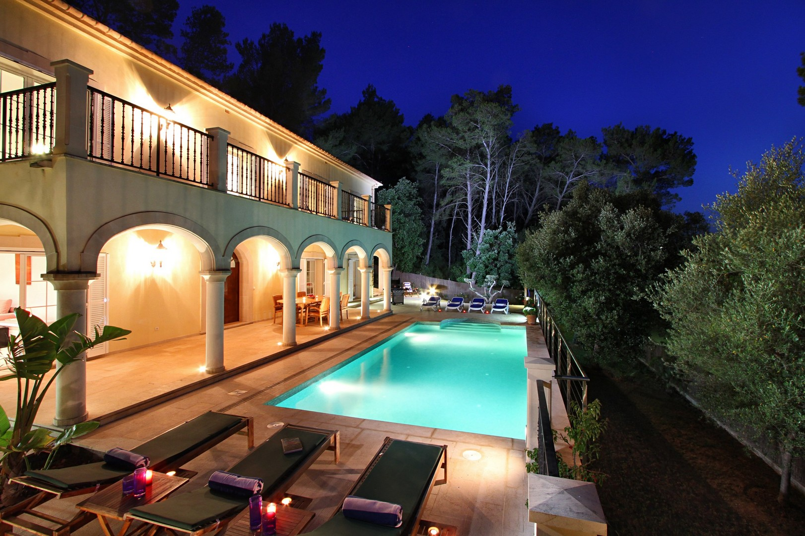 AH2736 - 5 Bed Puerto Pollensa Villa With Heated Pool Walking To Beach