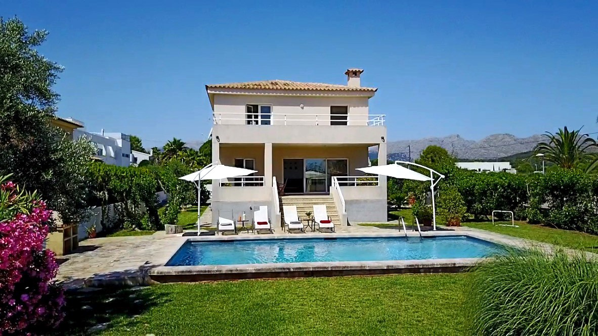 AH2286 - 3 Bed Villa Walking Distance To Beach|Bars|Restaurants Puerto Pollensa