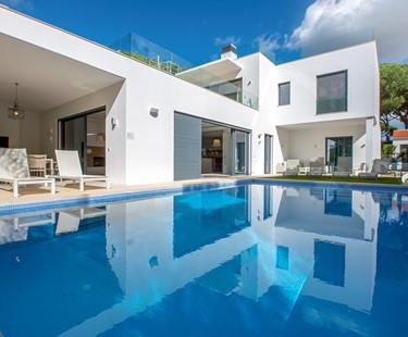 AH2897 - Contemporary Five Bedroom Vale do Lobo Villa