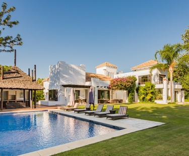 AH2501 - 5 Bed Luxury Beachside Villa In Guadalmina Baja