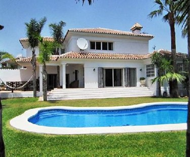 AH2485 - Beautiful Villa in Marbella, 100 meters from beach of San Pedro