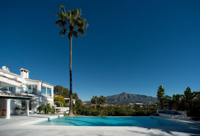 AH1841 - Exclusive Five Bedroom Villa with Sea Views in Las Brisas