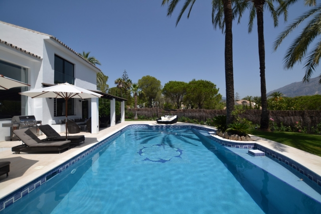 AH2632 - Modern 5 Bedroom villa in Nueva Andalucia