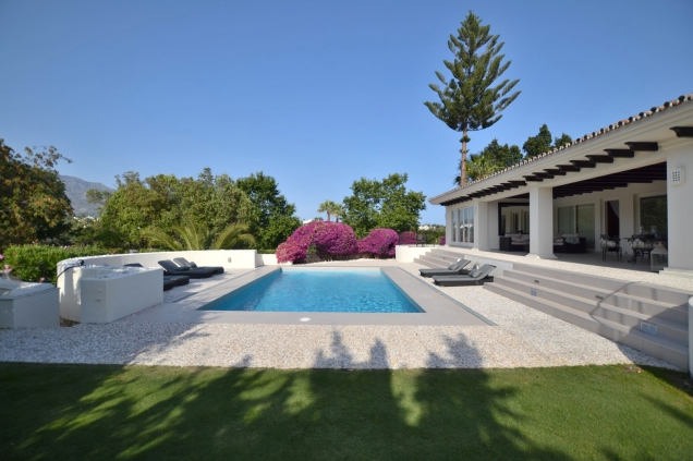 AH2636 - 5 Bedroom Villa for Holiday Rentals situated in Nueva Andalucia